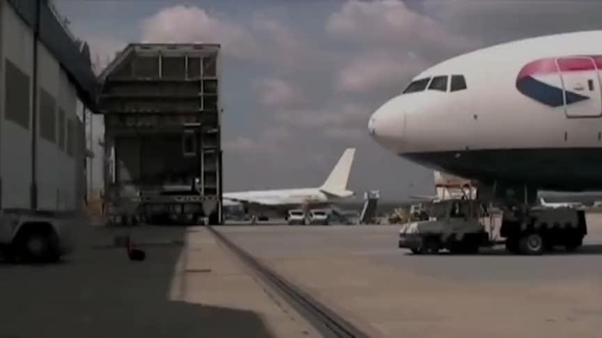 号称最大的航空发动机GE90发动机清洗