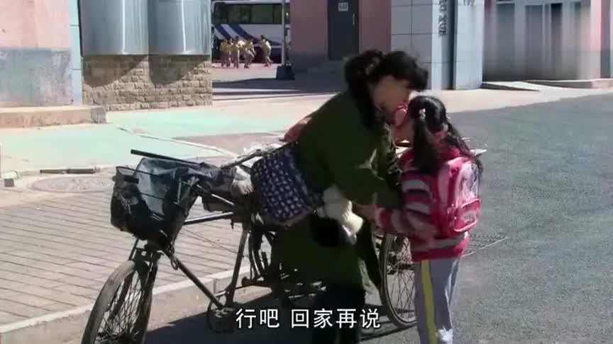 家有一老女大学生沦为捡破烂遭女儿嫌弃不愿坐三轮车回家