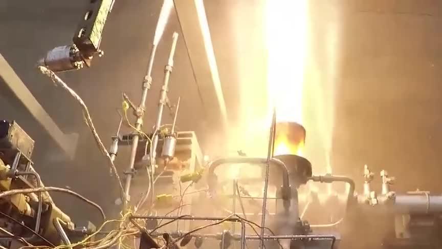 NASA火箭发动机试车运行航天级别的聚能喷射太震撼了
