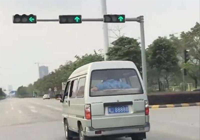 绝版五菱宏光现身广东,汽车价值254万!网友:不怕交警吗?
