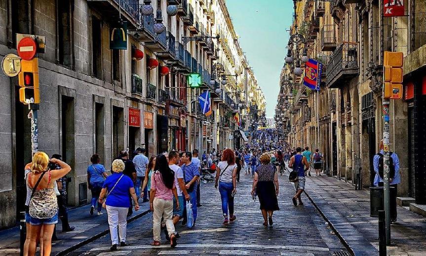 西班牙:中国游客真有钱,90%奢侈品被买光,人均消费达2万