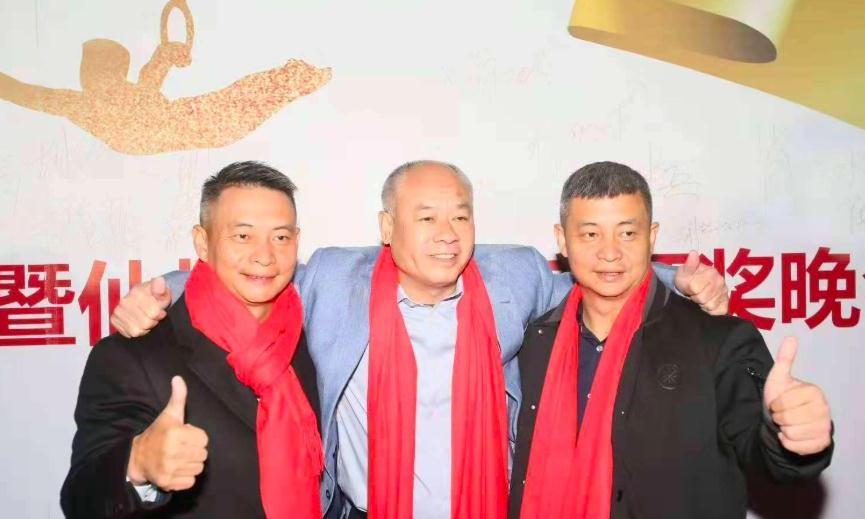 体操冠军李小双现状:45岁面容身材更健硕,和妻子至今没要孩子!