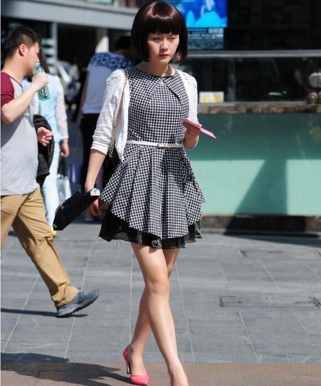 姐妹花诱人的黑丝,超短的黑裤,尽显时尚潮流范!