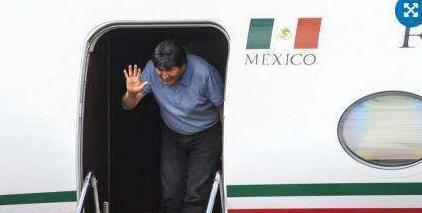 """刚逃亡墨西哥的玻利维亚总统,为啥是真实版的""""蒙古国海军司令"""""""
