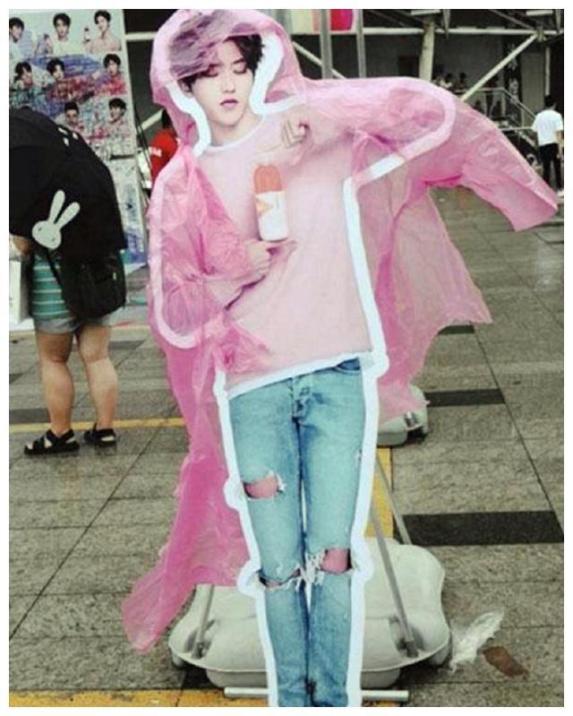 明星的人形立牌:王俊凯被强吻,鹿晗被睡,我就服蔡徐坤