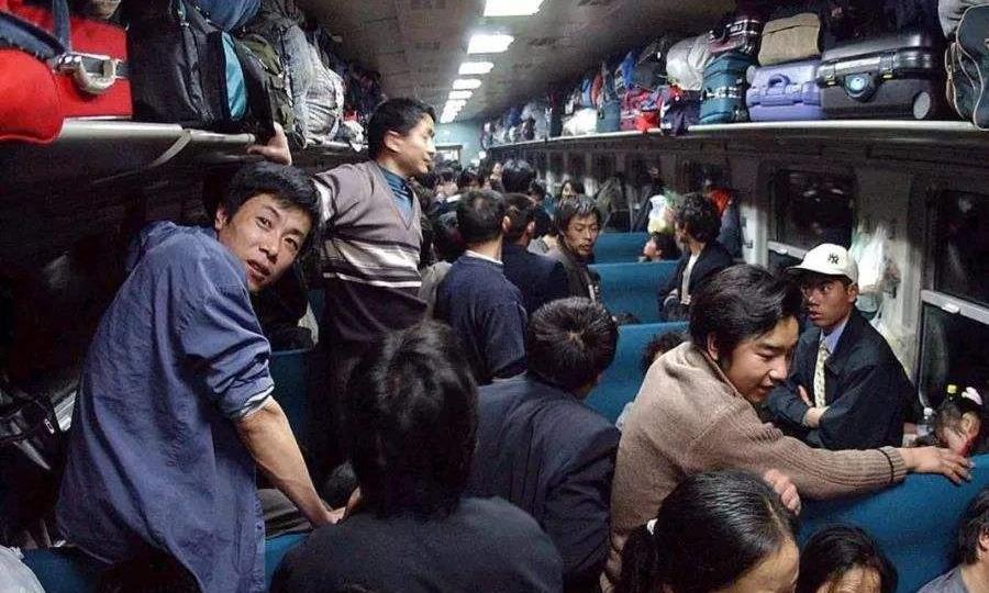坐火车时周围旅客最让人烦厌的四种行为,你最憎恨哪个?