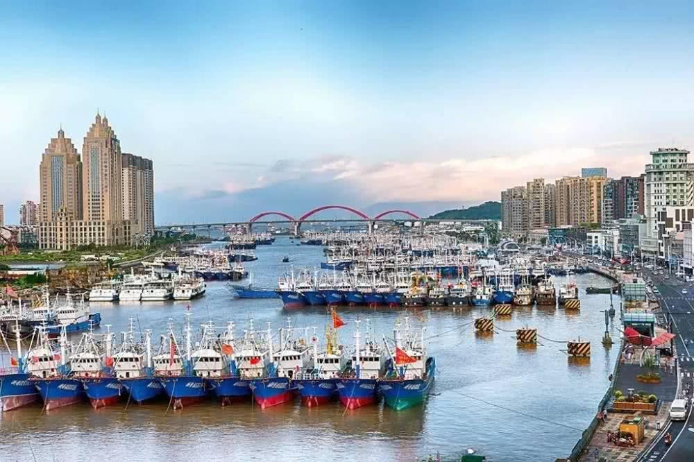 """浙江的一座小渔港,海鲜很便宜,游客众多,被称为""""小上海""""!"""