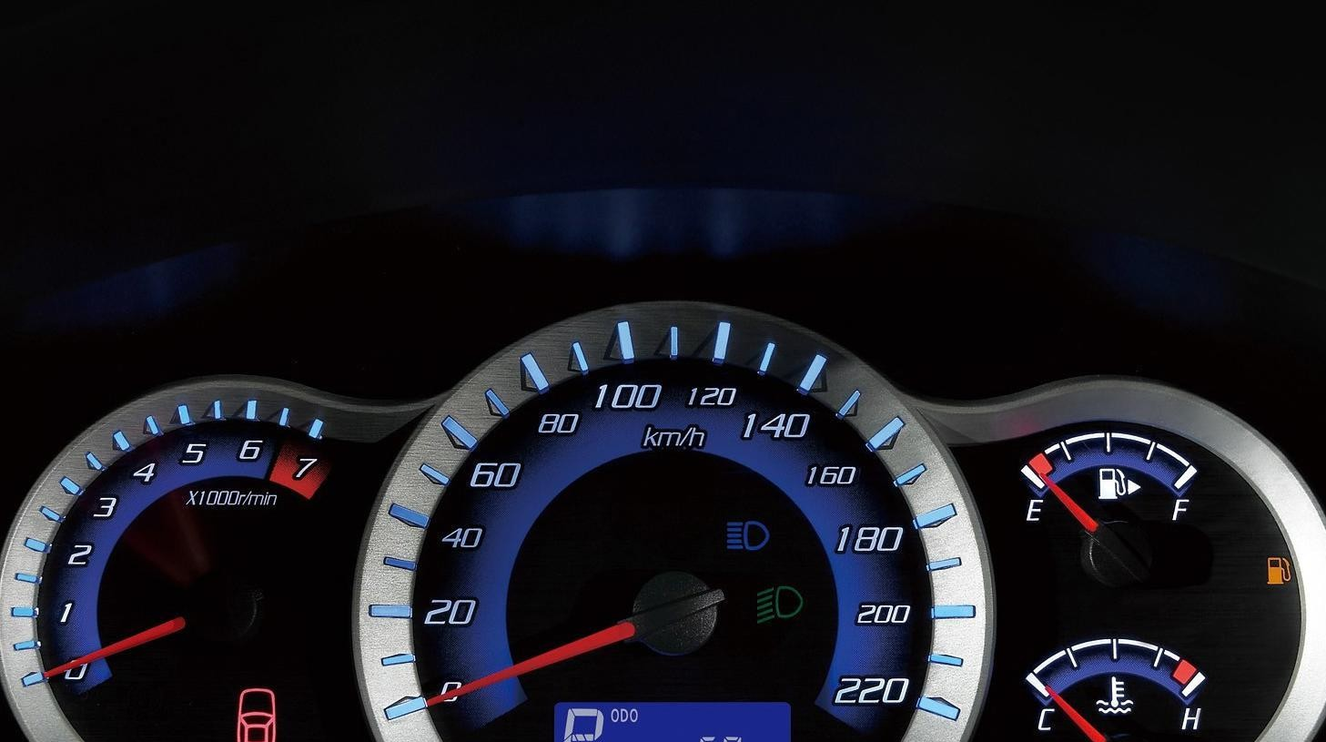 欣赏下帅气的车型长安CX30,饱满秀美的外形设计,线条很硬朗