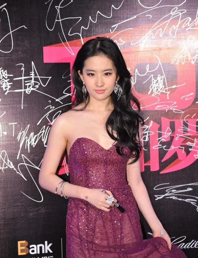 明星美照,图一女神刘亦菲,一袭抹胸礼服优雅迷人!