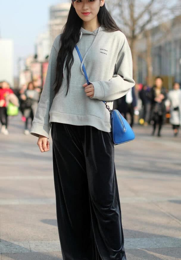 美女街拍:极具时尚特色的穿搭,潮流又精致,美出新高度!