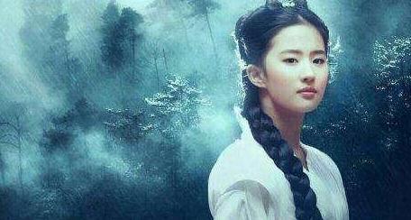 看完32岁的刘亦菲,再看一旁35岁的唐嫣,没有对比就没有伤害