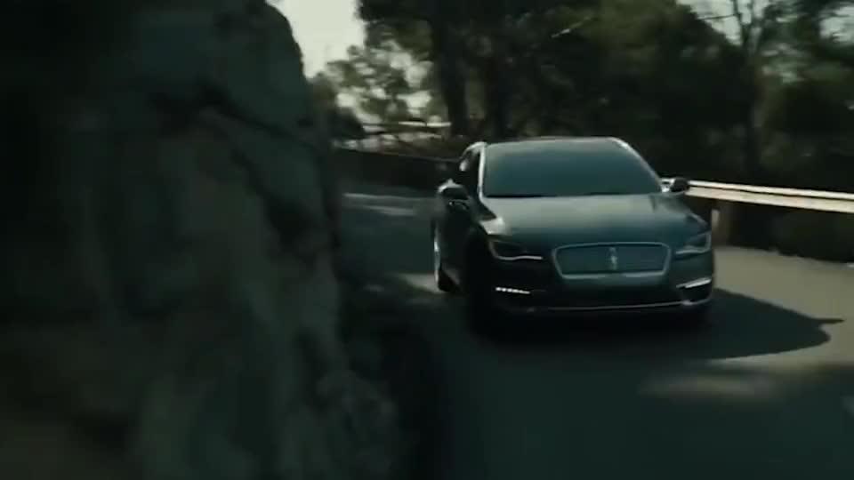 视频:40万内最舒适的轿车之一,胜过奔驰C级,现直降3万,真是物有所值