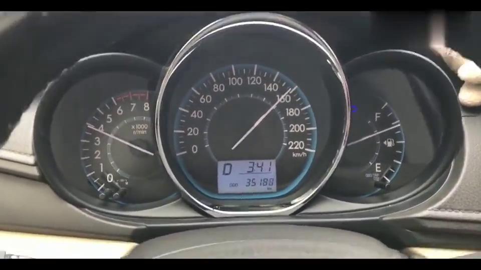 视频:丰田威驰1.5L,高速暴走170码,把天籁吓得一愣一愣的