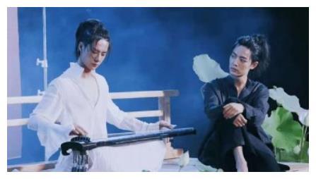 王一博肖战看电视,不料看到程潇和自己的热舞,肖战反应太酸了