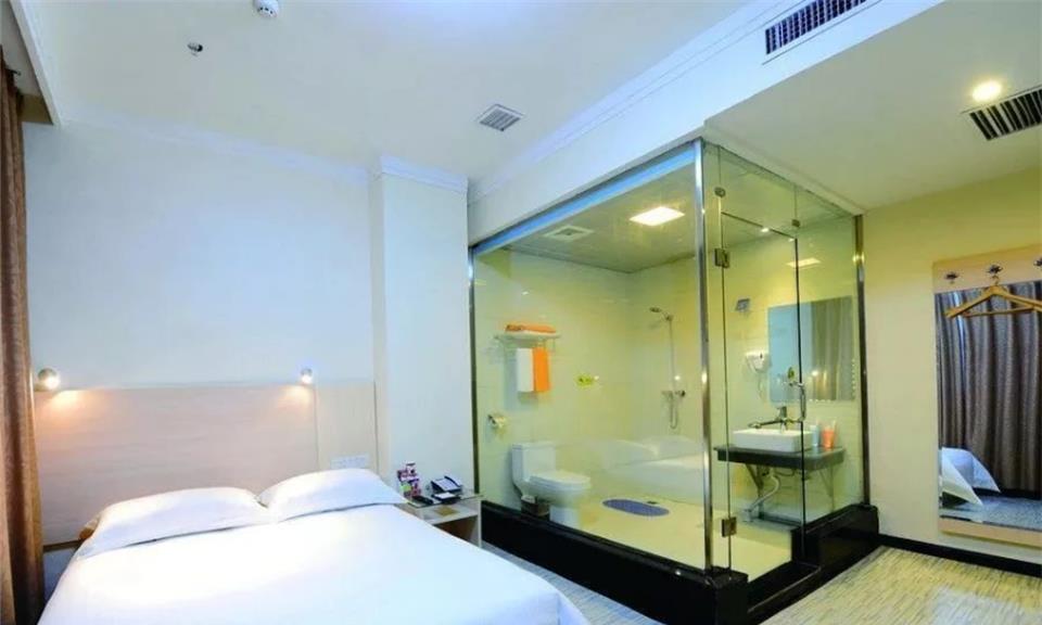 """为何酒店浴室都设计成""""透明""""玻璃?原来不是我们想象的那样!"""
