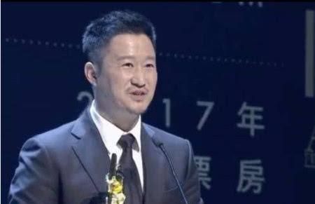 44岁吴京出席颁奖礼,身材发福、颜值下降,背后原因让人心疼!