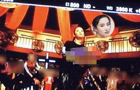 刘亦菲脸圆了还有尖尖的下巴,最新怼脸照很有少女的嫩感