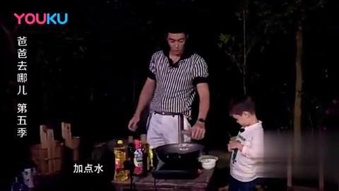 嗯哼帮助爸爸煎鸡蛋:鸡蛋痛吗?怎料杜江教科书式的回答太赞了!