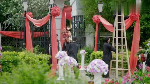 富少看着自己的婚礼殿堂一副忧心忡忡的样子心里还想着灰姑娘