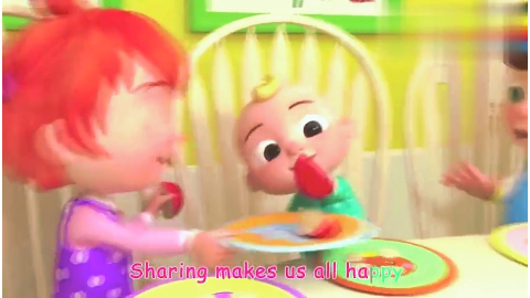 宝宝懂得分享,三个都是好孩子,彼此相互分享,真是乖孩子!