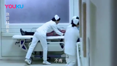 女儿满身是血,结果女护士却选择照顾重伤的患者,太伟大了!