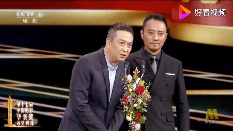 张嘉译和张涵予在颁奖典礼互相调侃还别说黄晓明演和尚还挺帅的