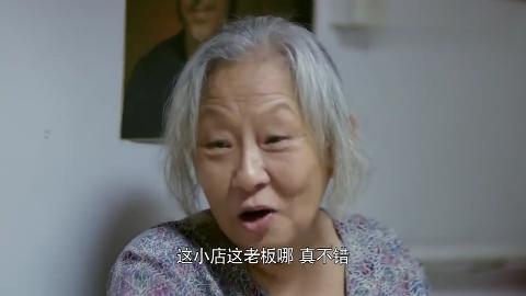 孙子给奶奶记账发现有50块假钞谎称要买书拿走假币心疼这家人