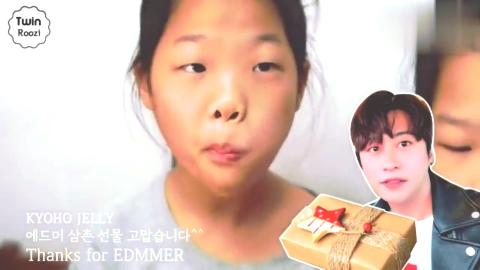 宝宝亲子游戏:外国双胞胎萌娃吃五颜六色的彩球果冻!