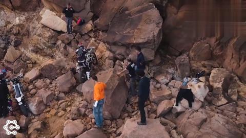 难度最高的摩托车越野赛,旁边就是悬崖,真是太刺激了