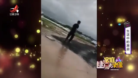 """我见过海上冲浪的,可是真是第一次见有人在泥浆里""""冲浪""""的!"""