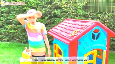 太可怜了!萌宝小萝莉被罚去打扫蜘蛛屋!为何她好开心呢?