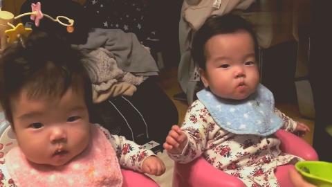双胞胎喂食,看着表情是没睡醒的状态啊,困成这样也想吃!