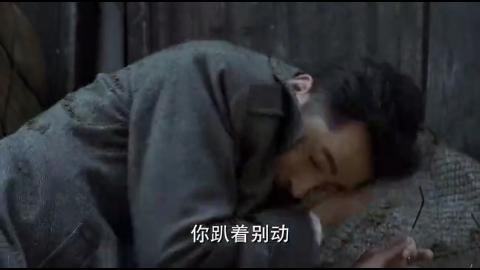 日军突袭重庆,搭档于曼丽用枪指着明台,要求他放自己生路