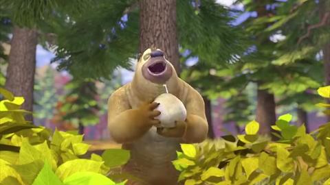 熊出没:光头强穿着盔甲追逐熊大,没想到天气太热,直接晕过去了