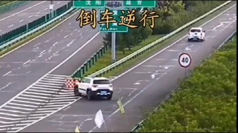 下错路口怎么办?疯狂的女司机一顿操作,让人真无语!