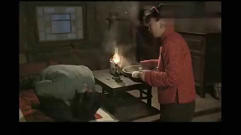 小姨多鹤:小环给多鹤擦伤
