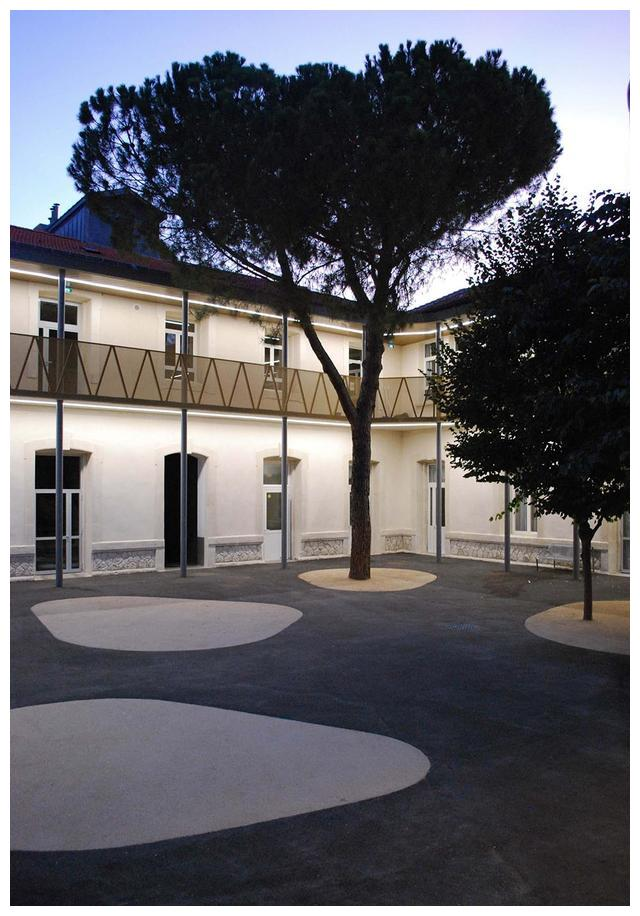 廊道空间的巧妙运用丨法国蒙彼利埃Louis Figuier修复项目