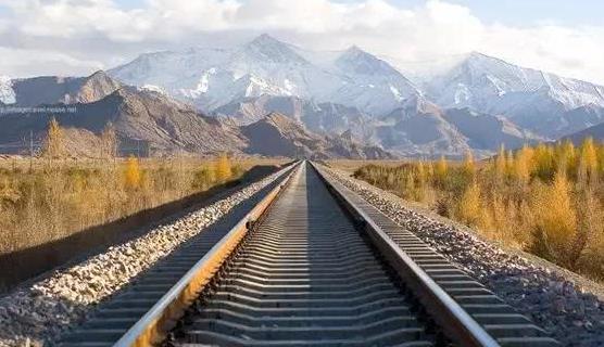中国最适合坐火车看风景的路线,独自旅行好选择,真正的天路之旅