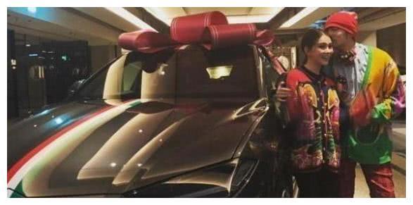 都爱送车当礼物,杜海涛送奔驰大G、陈奕迅送奔驰S65,周杰伦