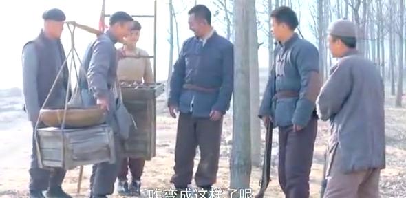 赵化龙想到改炸药的方法,想向师弟借炸药,却看到鬼子侮辱自卫兵