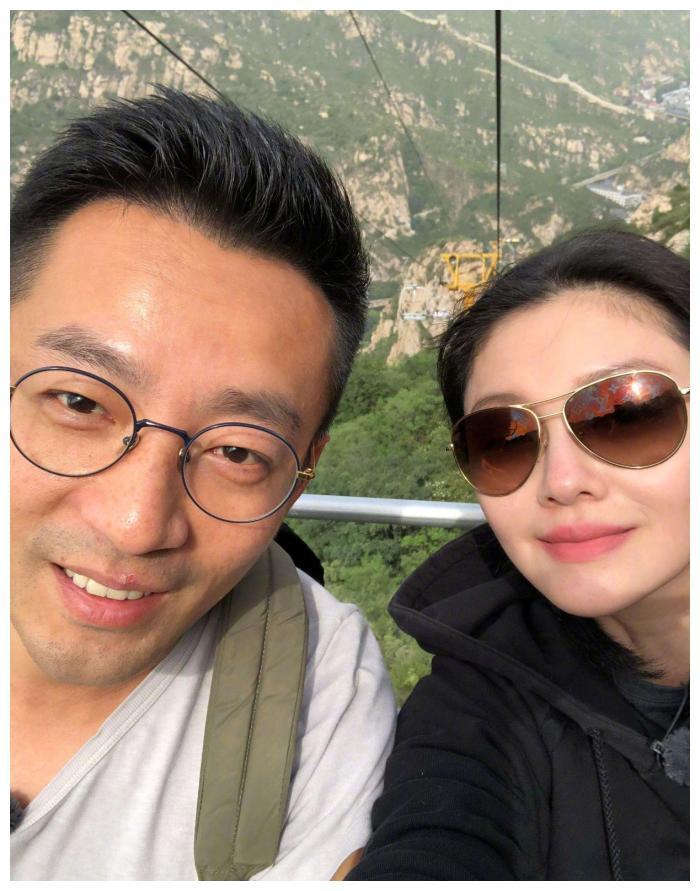 汪小菲回北京,大S携儿女跟随,看了汪希箖近照网友:小版大S!