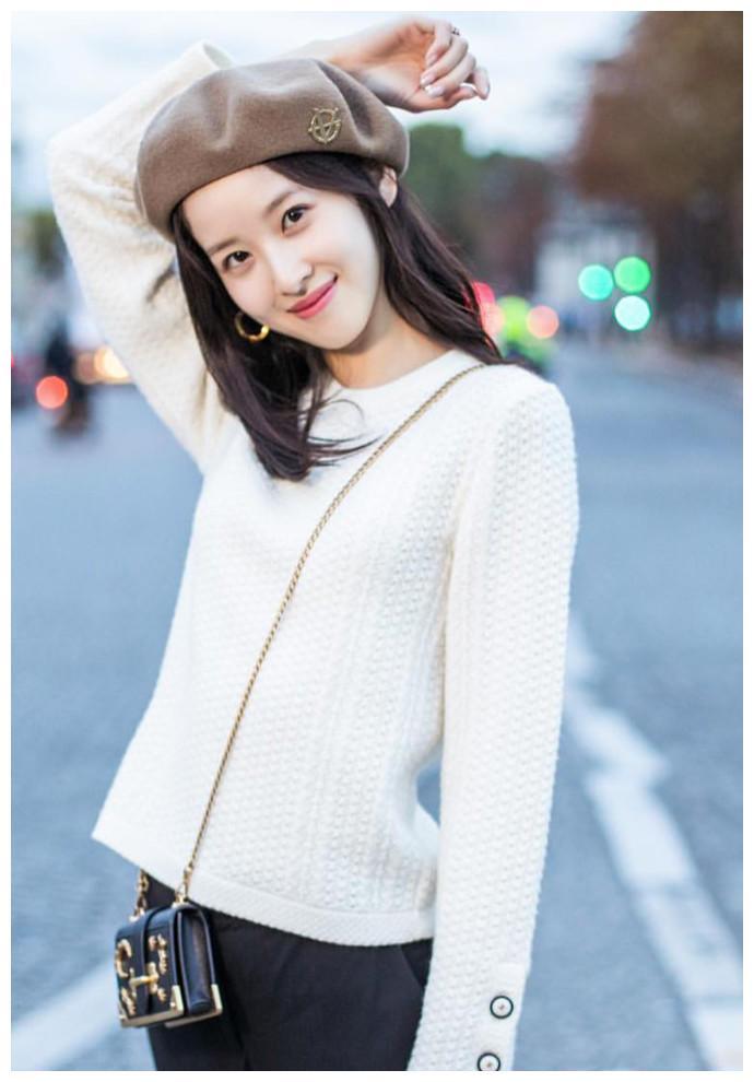 网评最美校花:吴倩陈瑶上榜,第一名不是章泽天,是长相清纯的她
