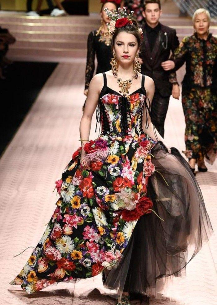 时装周:国际女模特潮流穿搭,知性气质随意散发,造型妩媚华丽