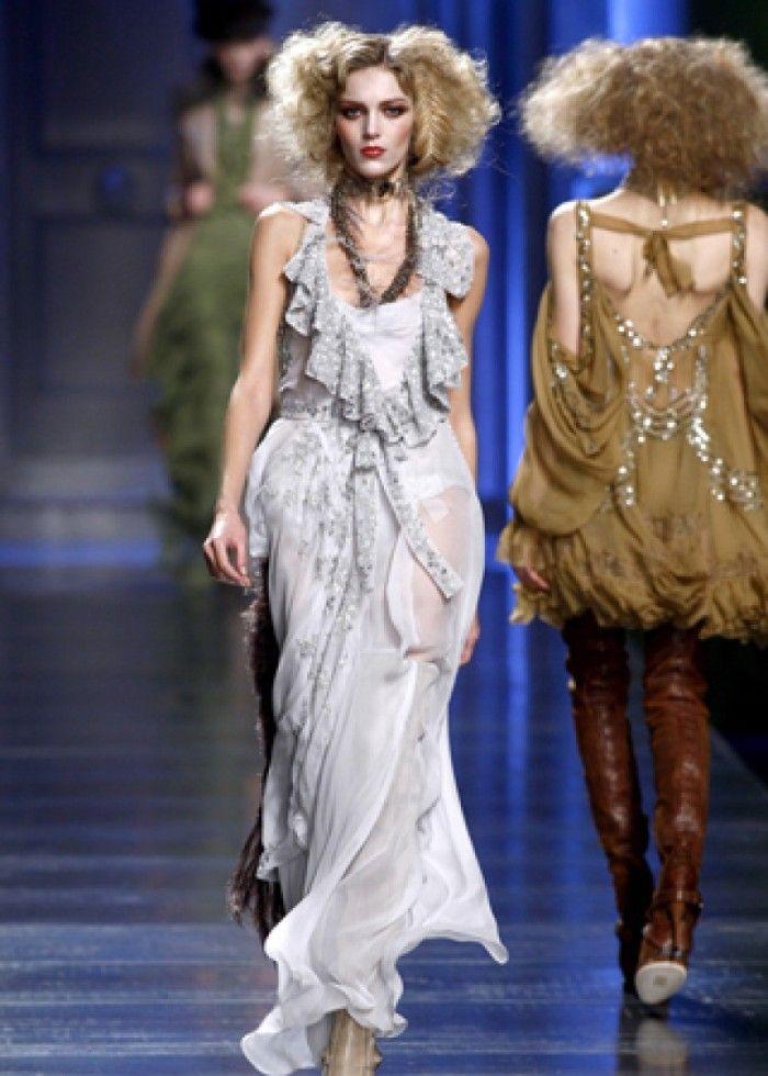 时装秀:模特在秀场争奇斗艳,造型令人神往,风格极具潮流时尚感