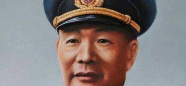 此人是海军第一任司令员,后代有3将军2副主席,儿媳是歌唱家