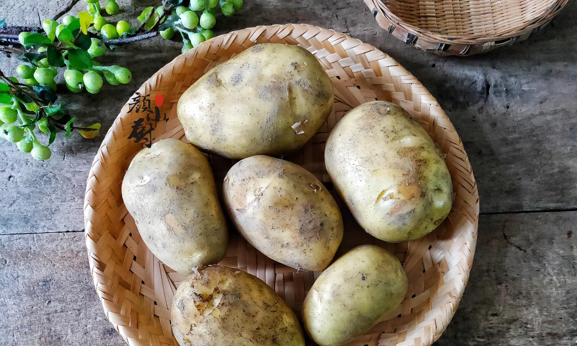 才知道,保存土豆这么简单,2个小妙招,1年不干瘪不发芽,实用