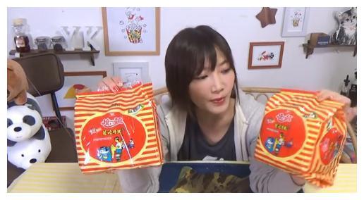 日本大胃王美女直播吃美食,超大碗统一牛肉面,吃得很轻松