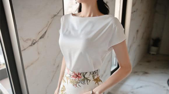 女神孙允珠,青墨描摹工笔油彩纤细雪纺裙