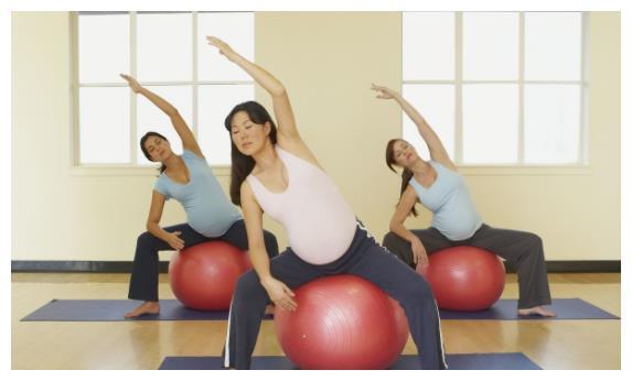 章子怡挺9个月孕肚,陪醒醒练跆拳道,肚子里小宝宝也跟着踢起来