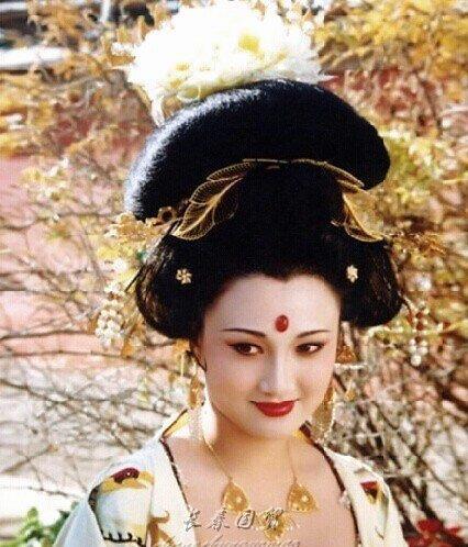 """最美""""杨贵妃"""",隐退20年只为相夫教子,如今55岁依然美丽"""